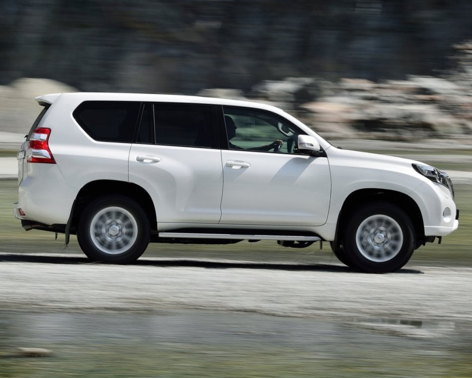 фото Toyota Land Cruiser Prado 150 2014 сбоку