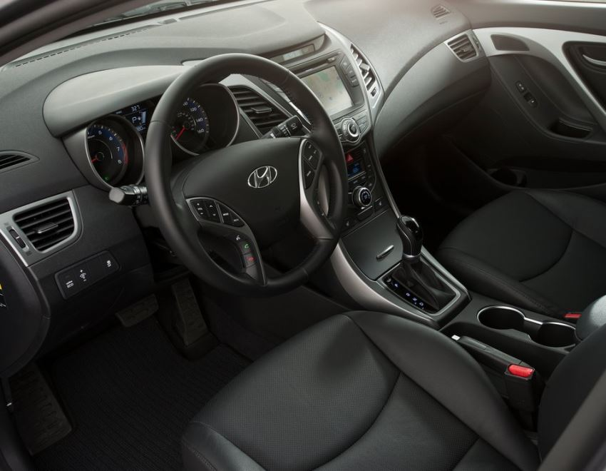 салон Hyundai Elantra 2014