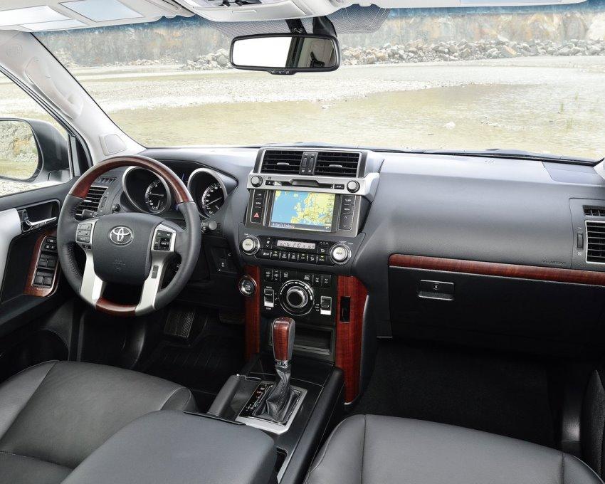 салон Toyota Land Cruiser Prado 2014