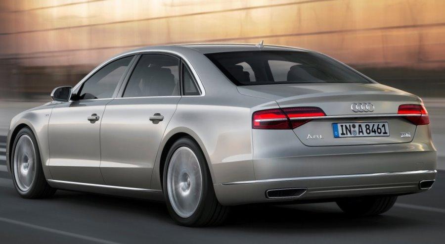 задняя часть Audi A8L 2014