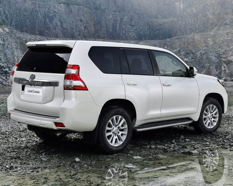 задняя часть Toyota Land Cruiser Prado 2014