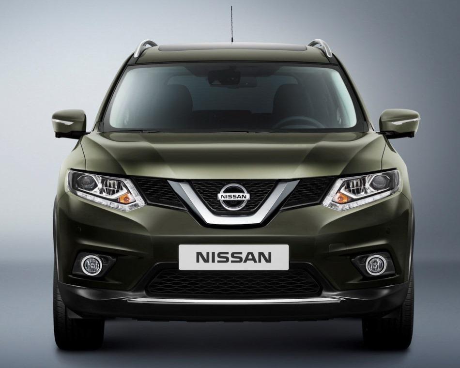 бампер и фары Nissan X-Trail 2014 года