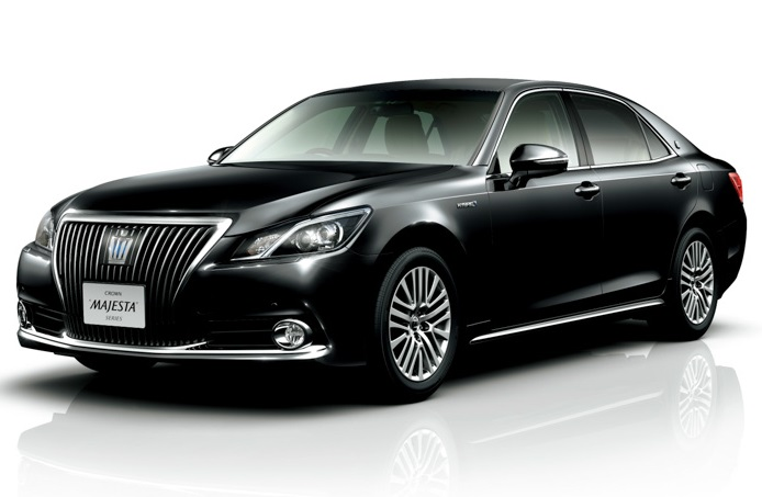 черный Toyota Crown Majestа 2014