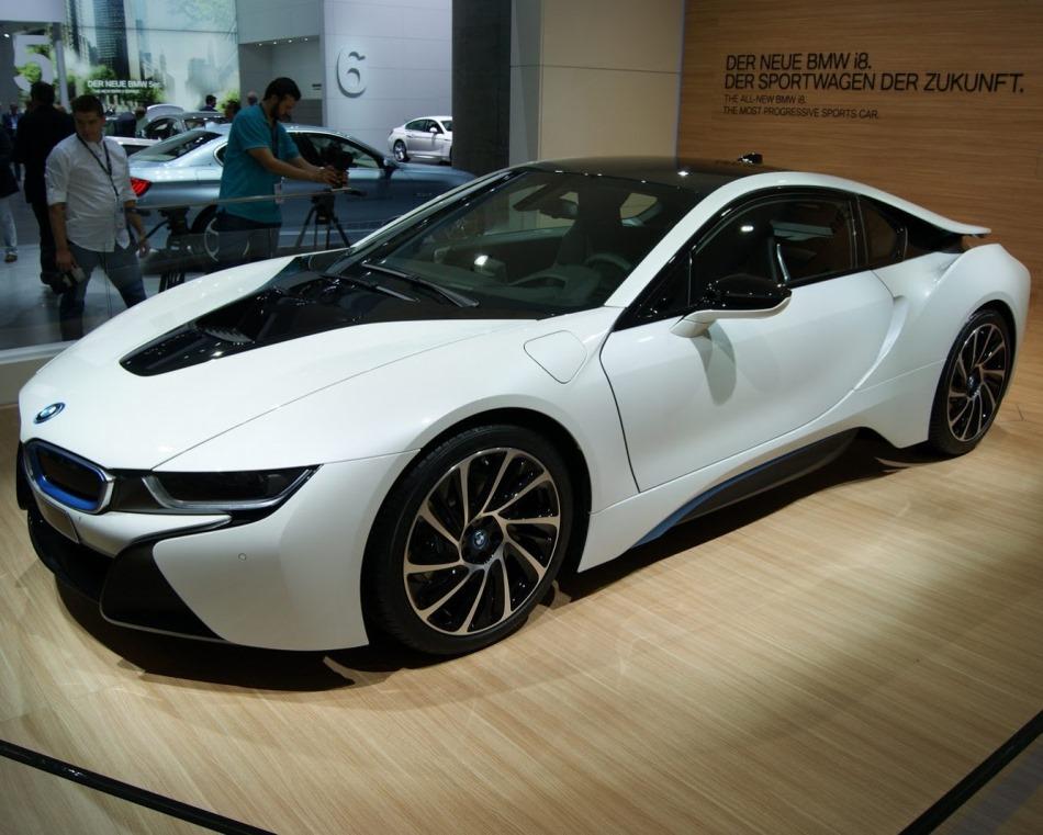 фото BMW i8 сбоку