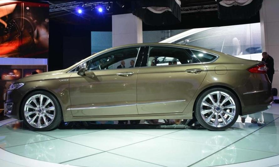 фото Ford Mondeo Vignale Concept 2013 сбоку