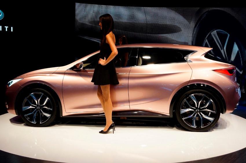 фото Infiniti Q30 Concept сбоку