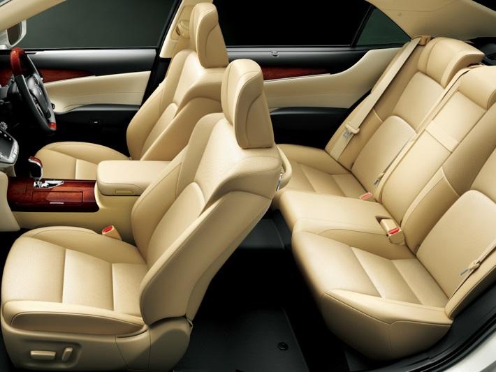 интерьер Toyota Crown Majestа 2014