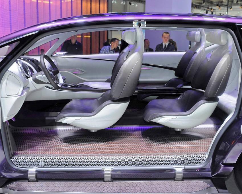 интерьер Renault Initiale Paris Concept 2013