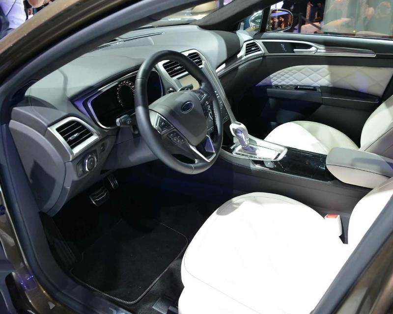 салон Ford Mondeo Vignale Concept 2013