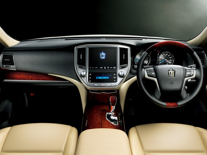 салон Toyota Crown Majestа 2014