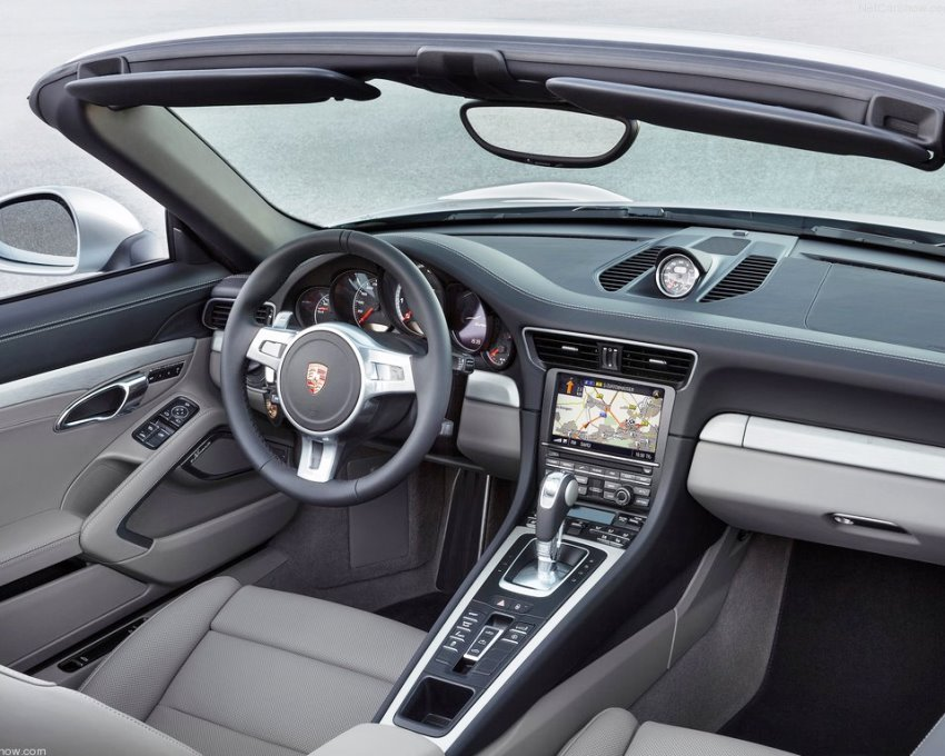 салон кабриолета Porsche 911 Turbo 2014
