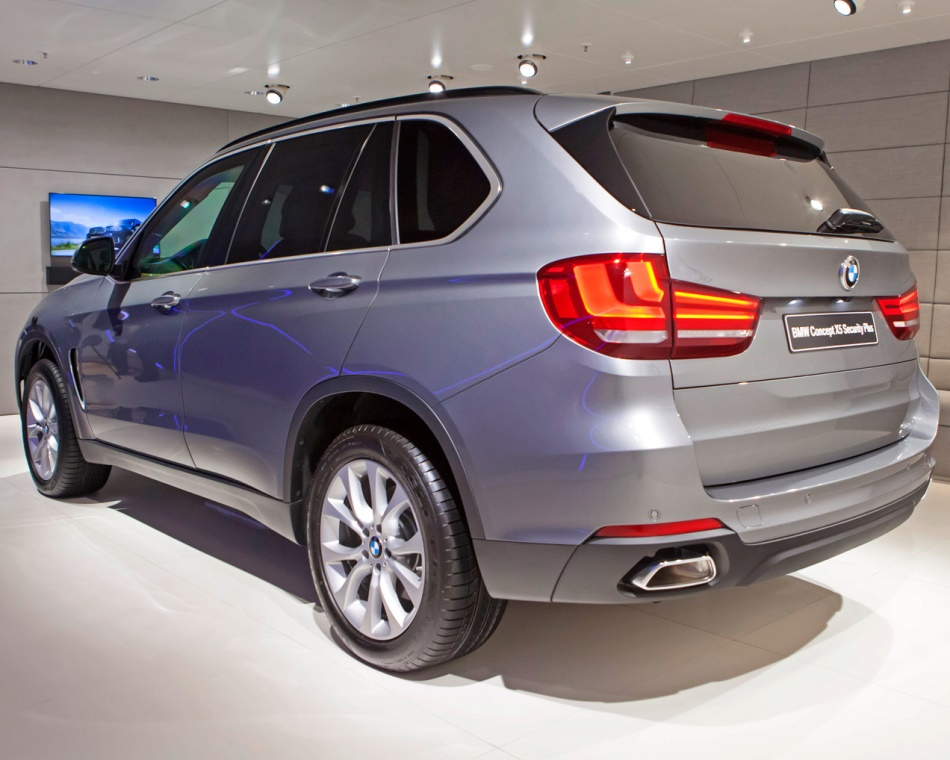 задняя часть BMW X5 Security Plus Concept 2013