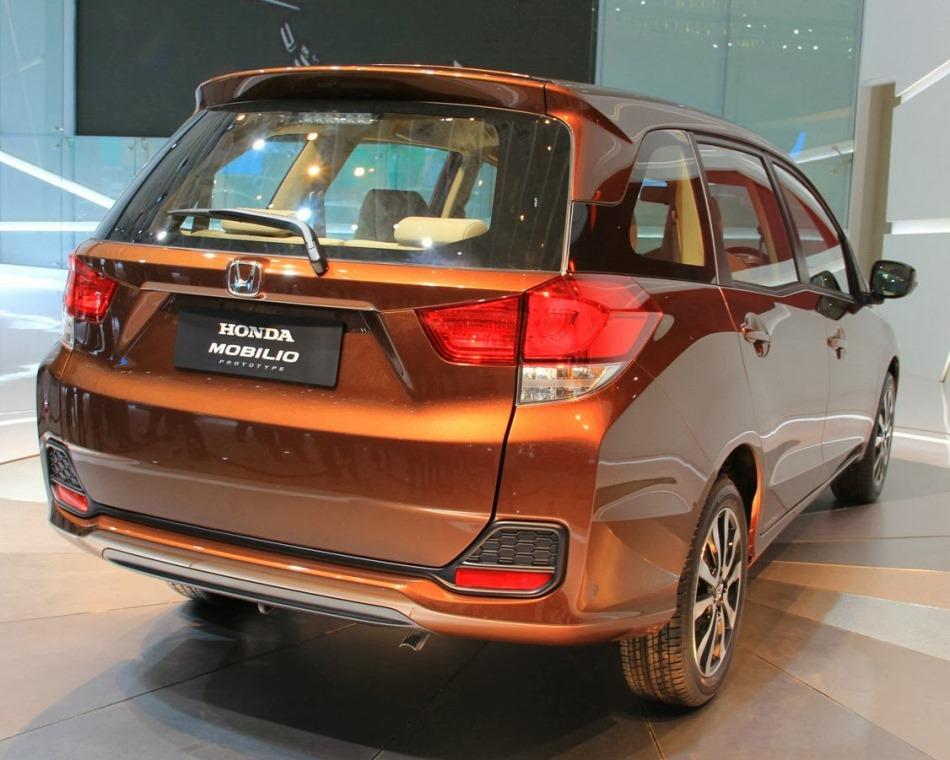 задняя часть кузова Honda Mobilio 2013
