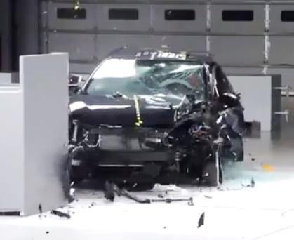 Краш-тест Toyota Corolla 2014 от IIHS