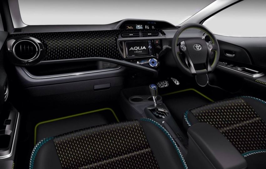 салон Toyota Aqua Cross Concept