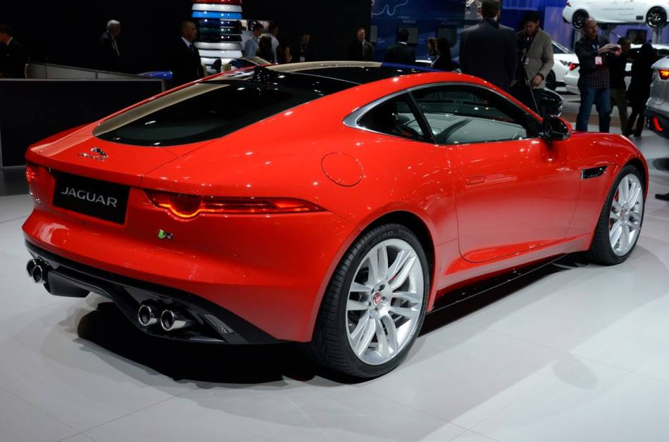 задняя часть Jaguar F-Type R Coupe 2014 года