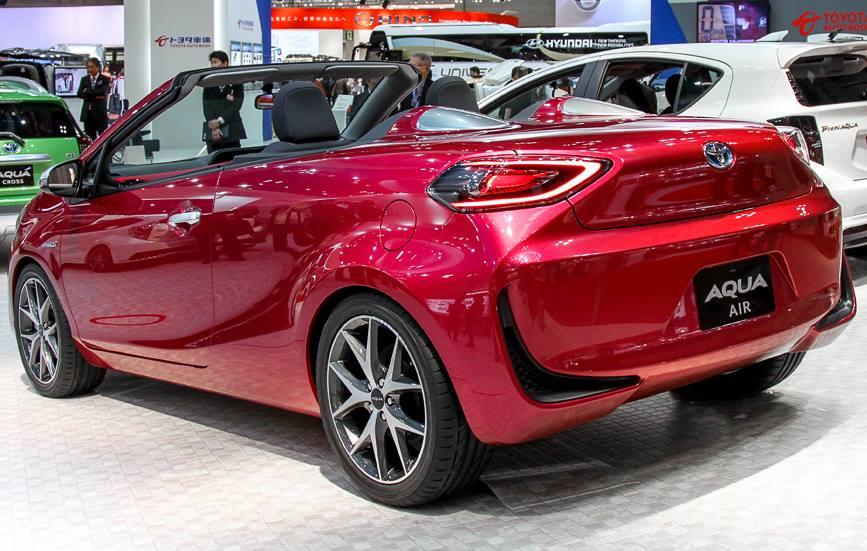задняя часть Toyota Aqua Air 2014