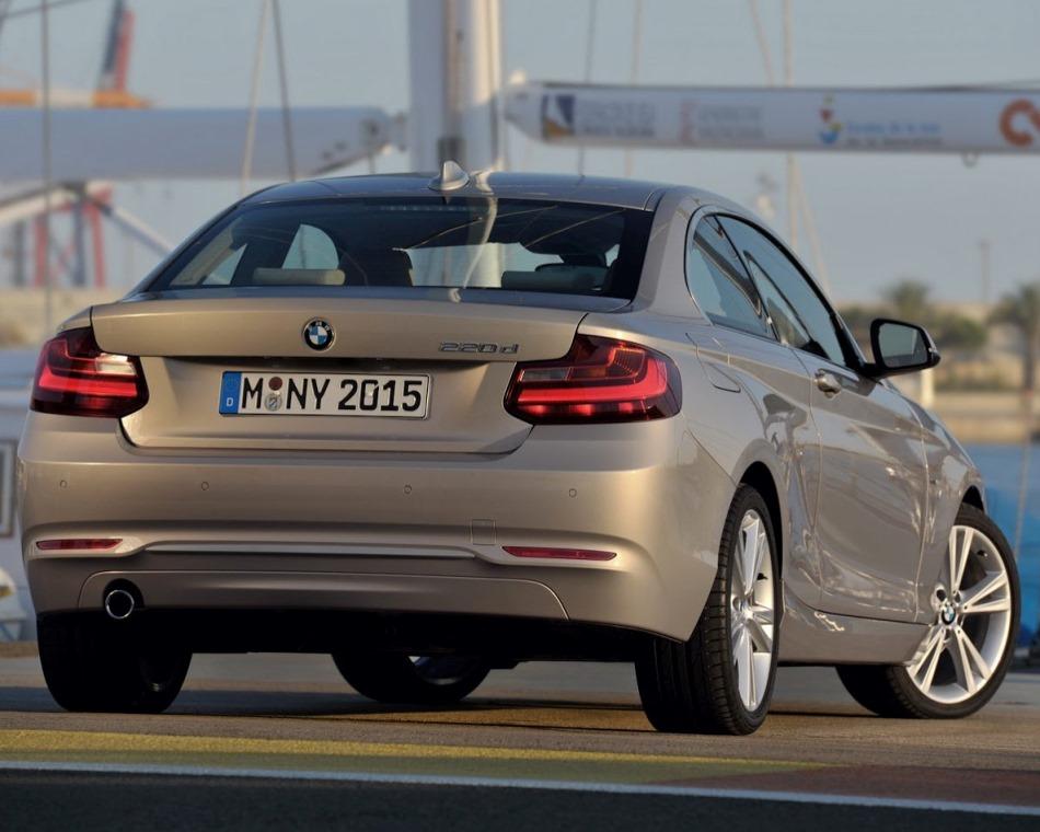 задняя часть купе BMW 2-Series Coupe 2014