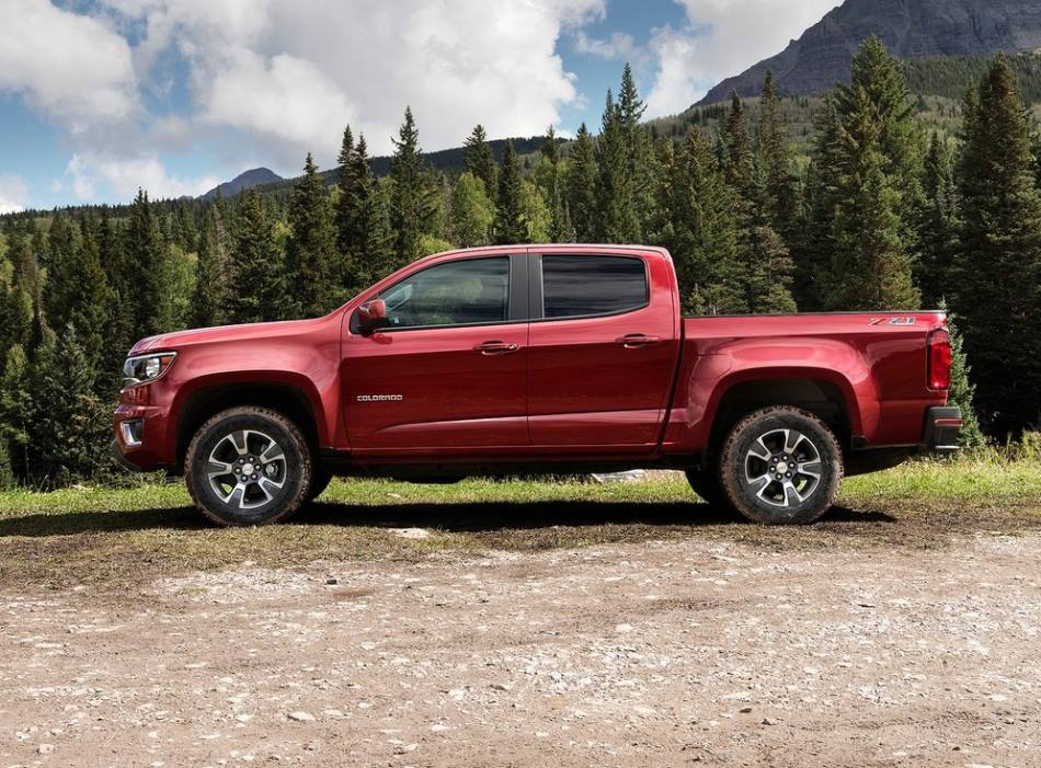 фото Chevrolet Colorado 2015 сбоку