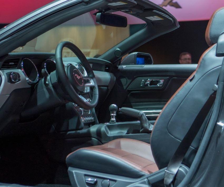 интерьер Ford Mustang 2015