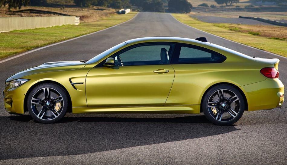 купе BMW M4 2015 сбоку