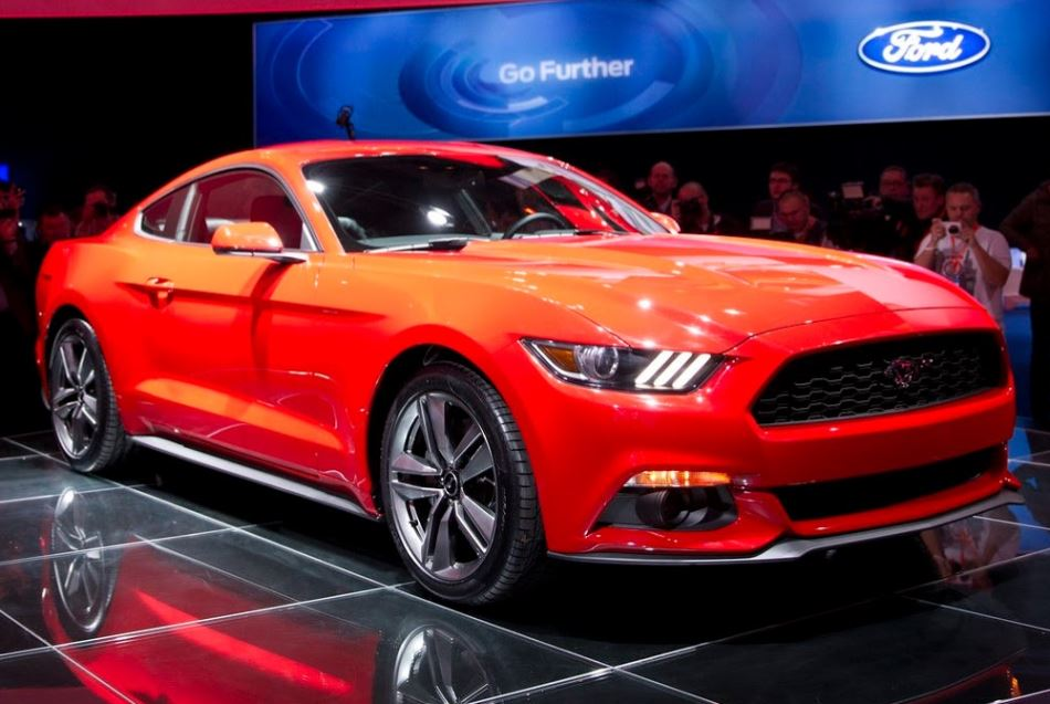 купе Ford Mustang 2015