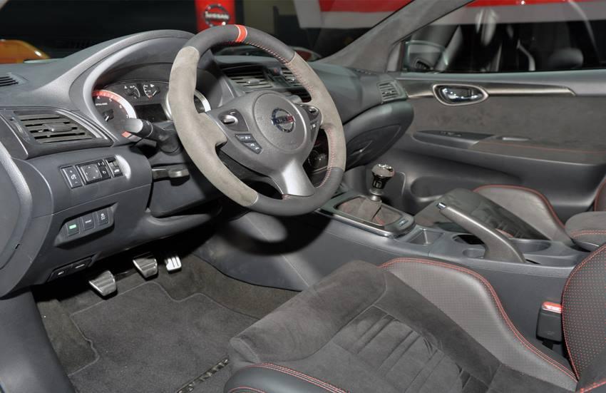 салон концепта Nissan Sentra Nismo 2013
