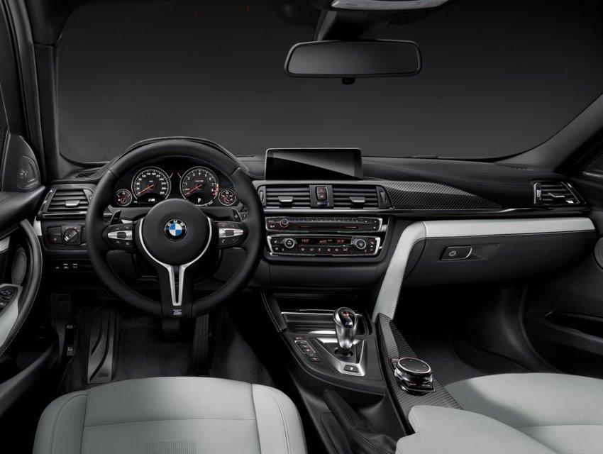салон седана BMW M3 2015