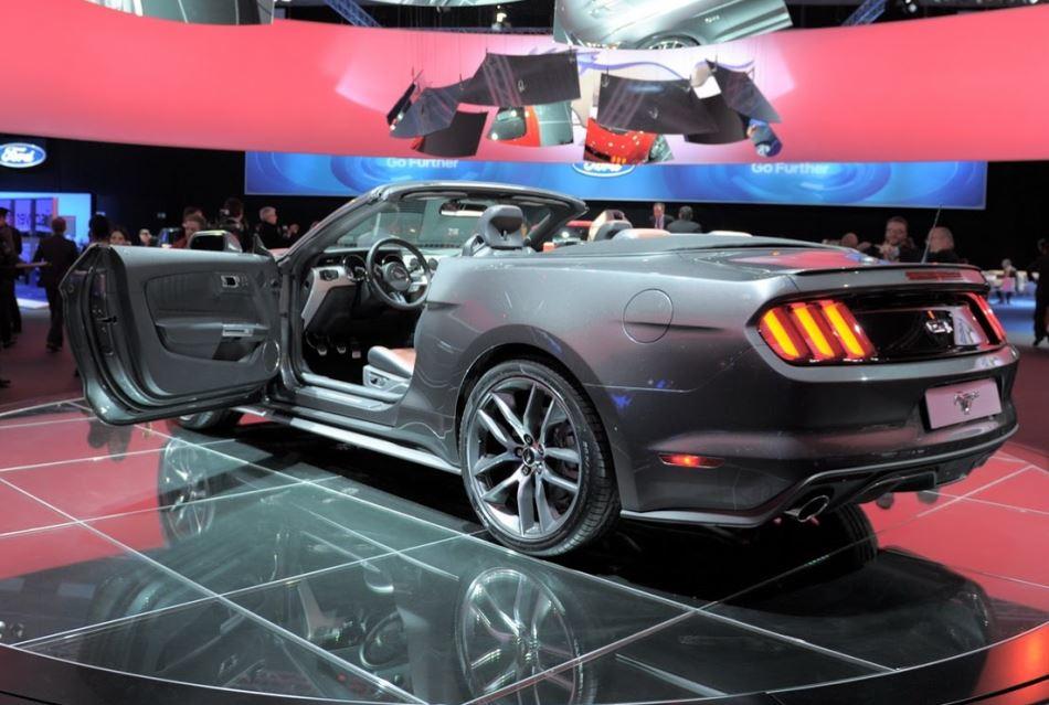 задние фонари кабриолета Ford Mustang 2015
