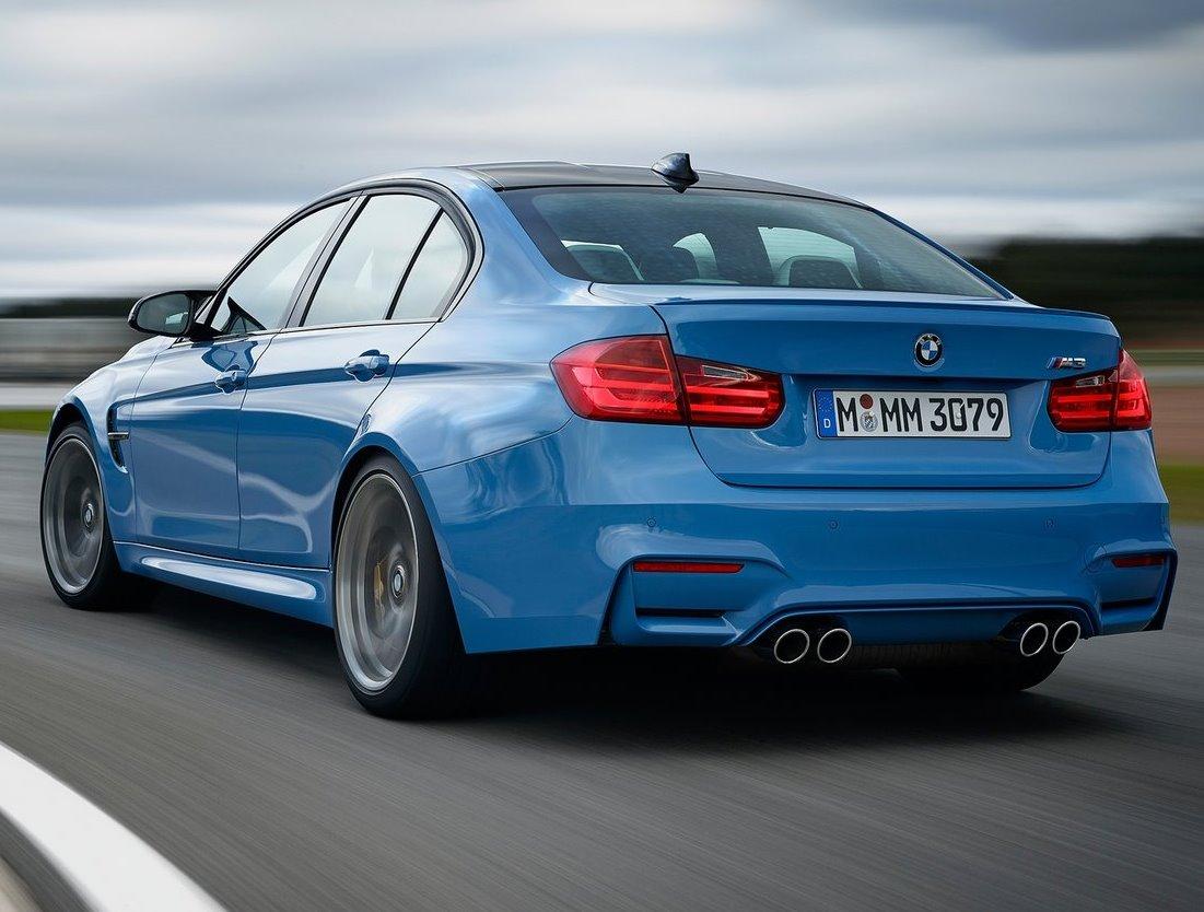 задняя часть BMW M3 Седан 2015