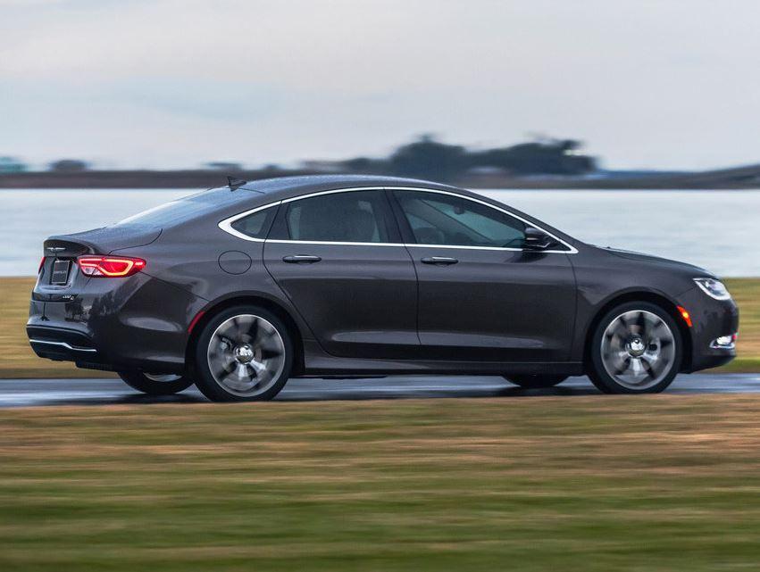 Chrysler 200 2015 сбоку