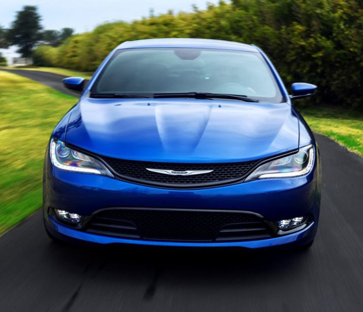 фото седана Chrysler 200 2015