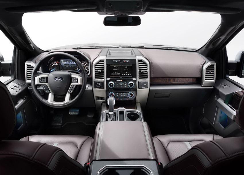 салон пикапа Ford F-150 2015