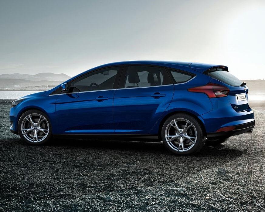 Ford Focus 2015 сбоку