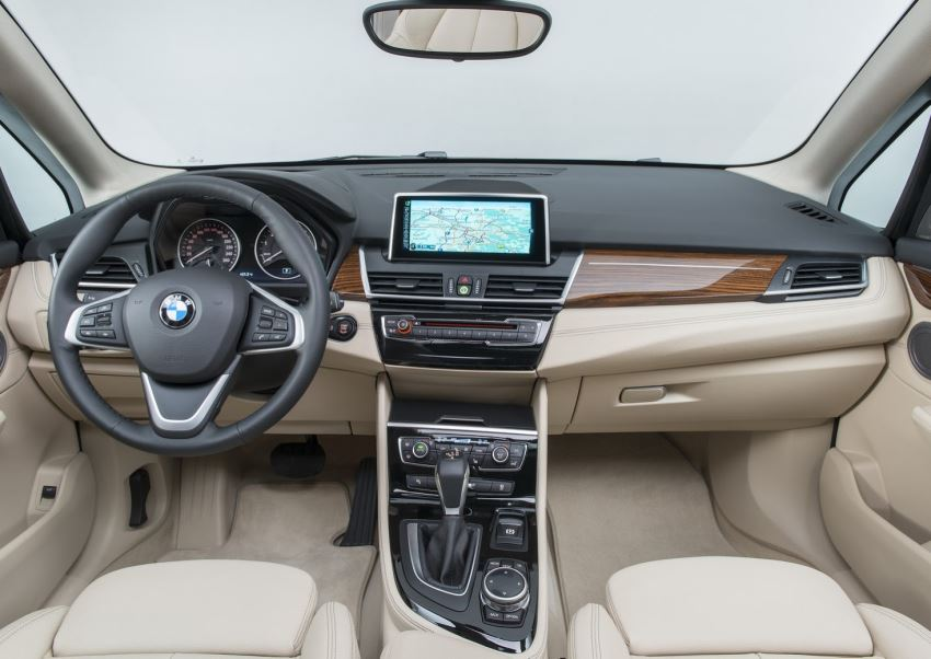 салон BMW 2-Series Active Tourer 2015