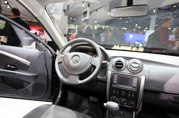 салон Nissan Almera 2014