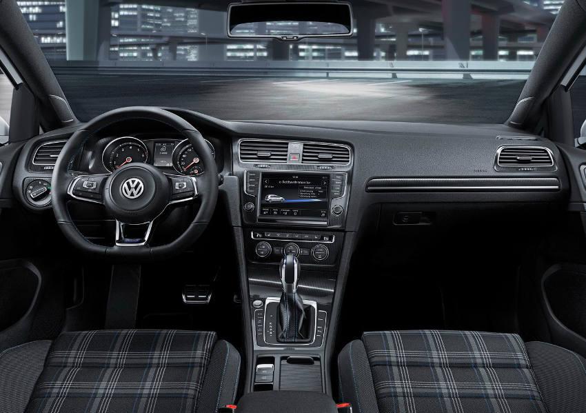 салон Volkswagen Golf GTE 2015