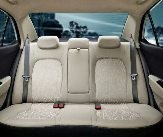 интерьер Hyundai Xcent