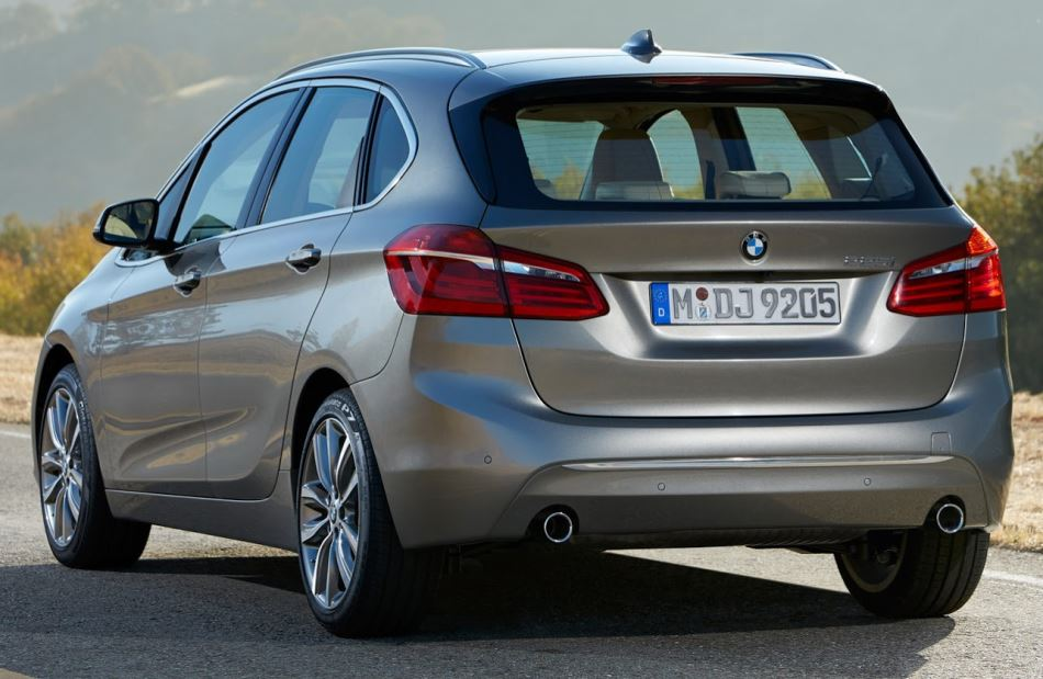 задняя часть BMW 2-Series Active Tourer 2015