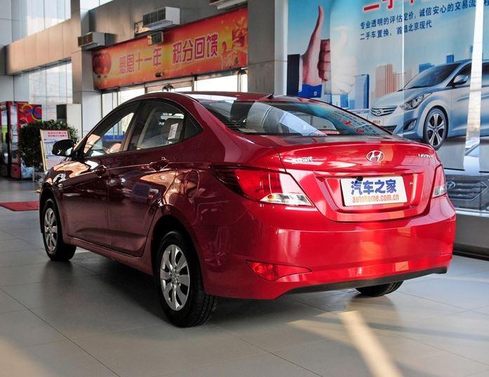 задняя часть Hyundai Solaris 2015
