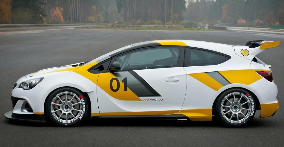 гоночный Опель Astra OPC Motorsport сбоку