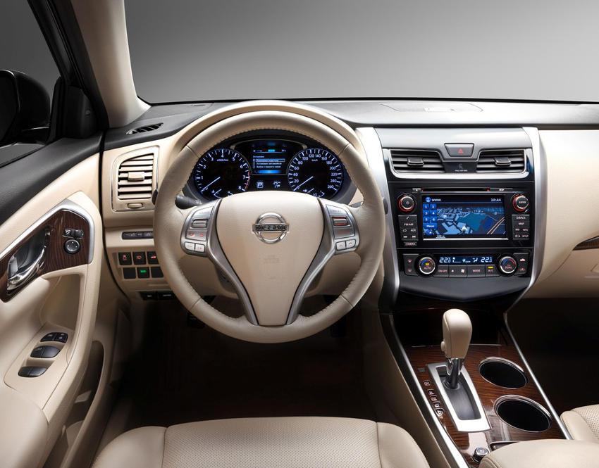 салон Nissan Teana 2014