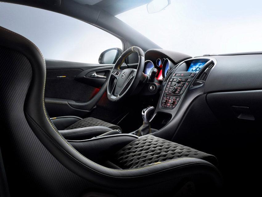 салон Opel Astra OPC Extreme