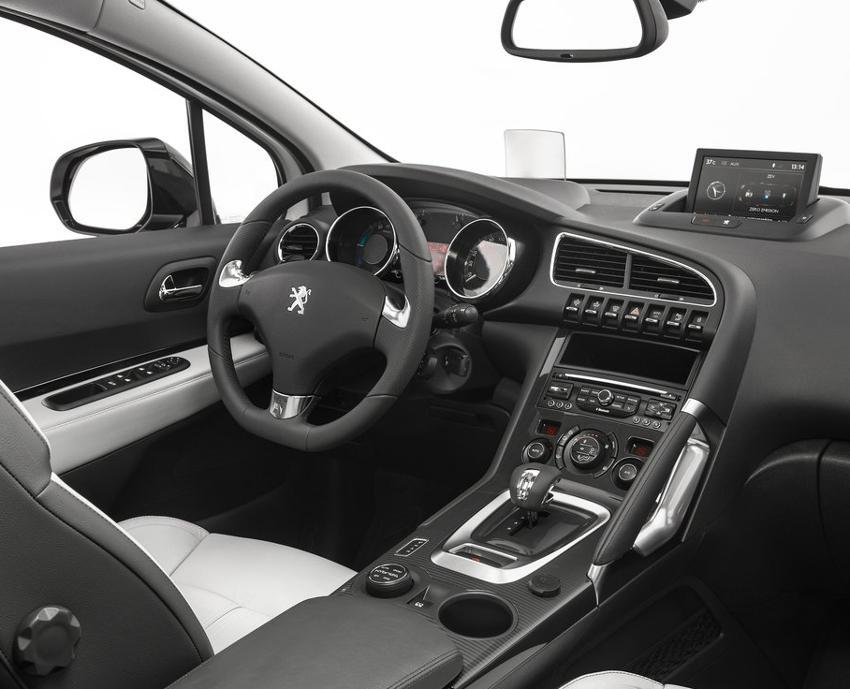 салон Peugeot 3008 2014 года