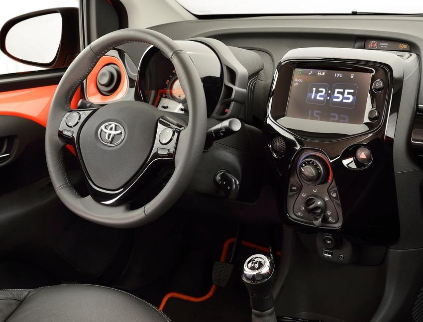 салон Toyota Aygo 2015 года