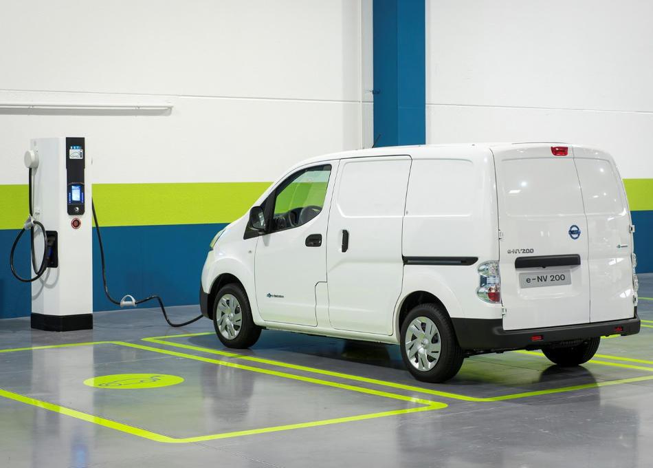 задняя часть Nissan e-NV200 2015