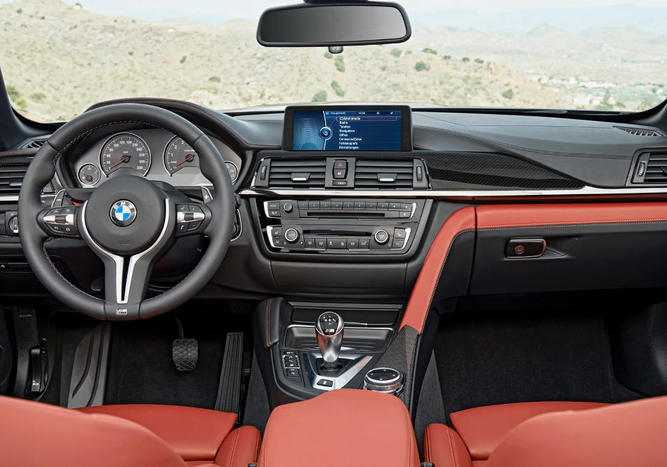 салон BMW M4 Convertible 2015