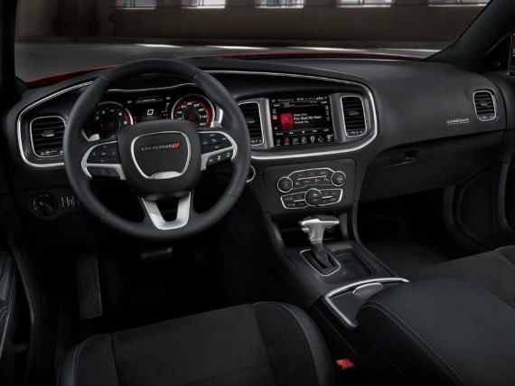 салон седана Dodge Charger 2015