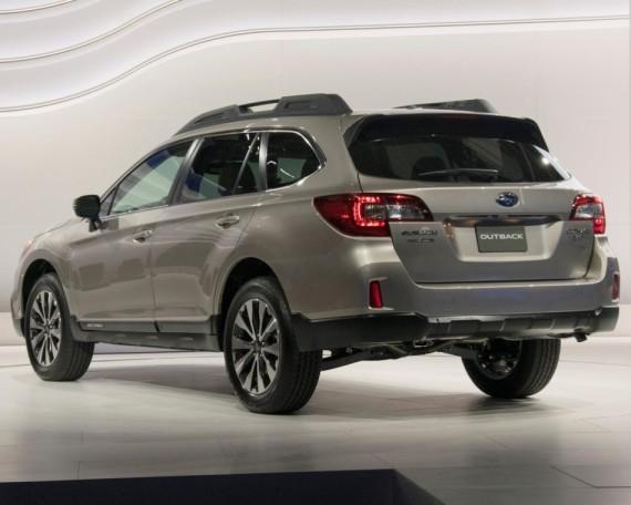 задняя часть Subaru Outback 2015