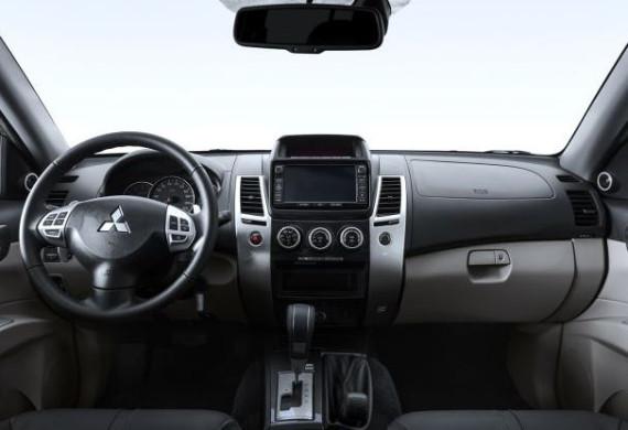 салон Mitsubishi Pajero Sport 2014